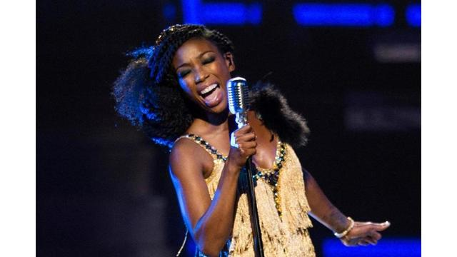 Singer Brandy Collapses at Airport