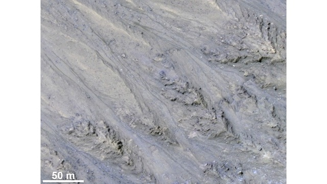 New study: Streaks on Mars sign of flowing sand, not water