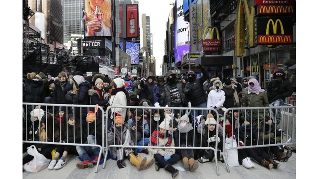Thousands begin gathering ahead of Times Square's 2018 party