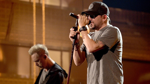 After tragedy, country music returns to Vegas with ACMs