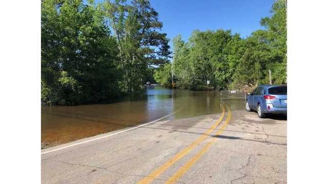 Kayakers rescued from rushing waters in D'Iberville