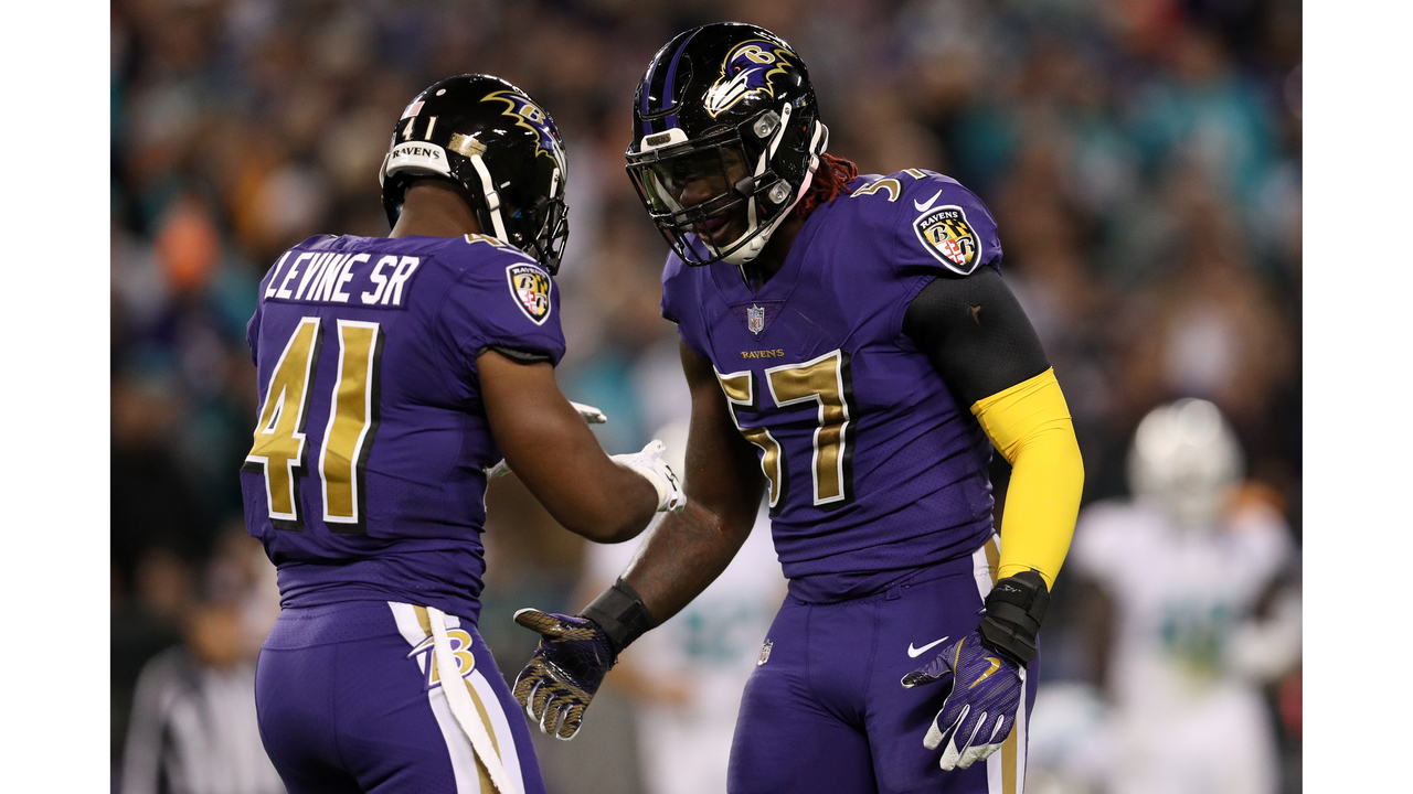 C.J. Mosley Carted Off with Apparent Knee Injury 6af8e4078e04